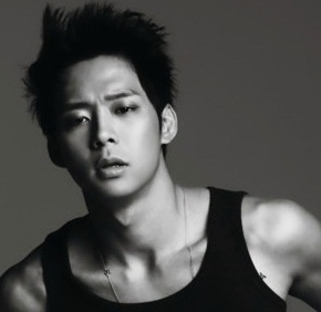 [PICS+VID] 120921 Park Yoochun, interview avec «SINA»