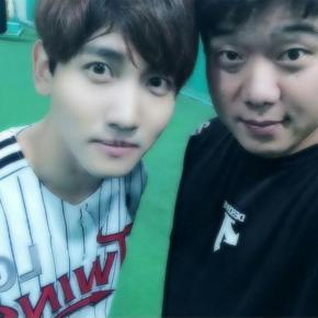 [PIC+TRAD] 141025 Changmin avec le joueur LG Ryu JaeGuk