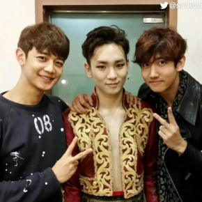 [PIC] 141024 SMTOWNGLOBAL – Changmin avec Minho & Key (SHINee) à la comédie musicaleZorro