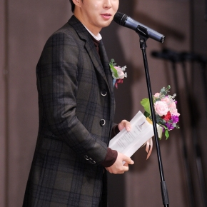 [NEWS] 150126 Park Yoochun rafle cinq prix de 'Meilleur Nouvel Acteur' pour son rôle dans 'SeaFog'
