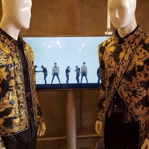 [PIC] 160322 TVXQ – Les costumes de la tournée T1ST0RY exposés à la Fashion Week deSéoul