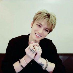 [VID] 170222 Jaejoong en loge (feat. le concert à Nagoya) sur V LIVE(replay)