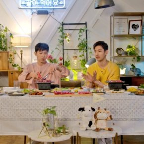 [VID] 170928 TVXQ! – V LIVE : Dînez avec Yunho et Changmin (engsub)
