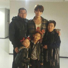 [PIC+TRAD] 171030 Instagram de Jaejoong +famille
