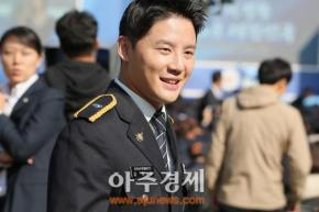 [PIC] 171020 Junsu au '72nd Police Day' (partie2)
