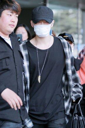 [PIC] 180402 Jaejoong a l'aéroport de Gimpo, de retour enCorée